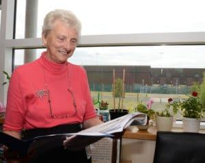 foto van dame aan het werk